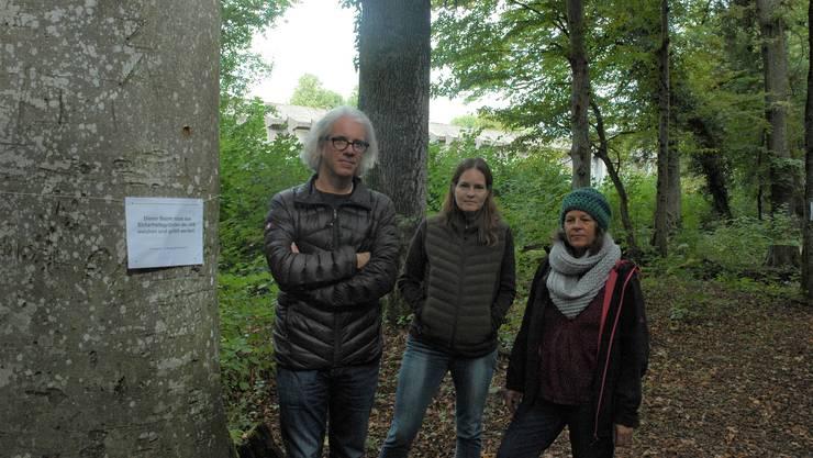 Andreas Frick, Natascha Michalski und Sandra Müller von der IG Pöschholz bekämpfen die Pöschwies-Erweiterung.