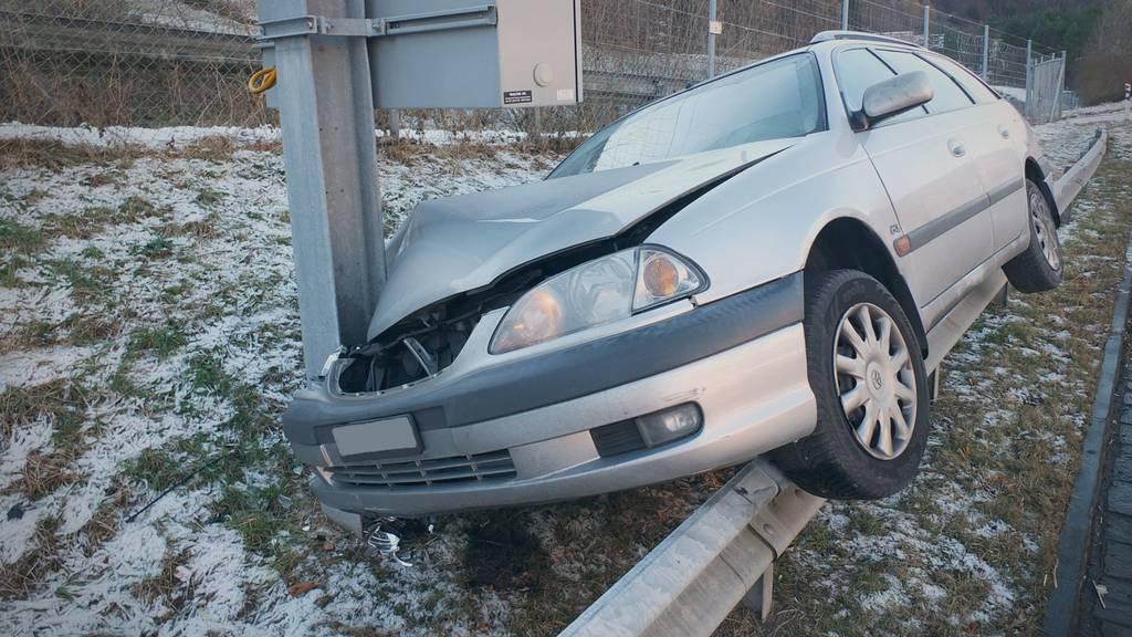 Nicht nur das Auto erlitt Totalschaden, sondern auch die Beziehung des Paars