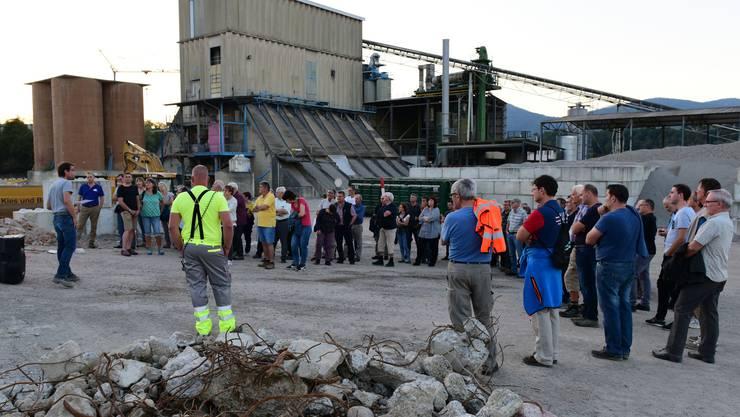 Rund 80 Besucher hörten Martin Jost, Leiter Grube/Recycling, gespannt zu.