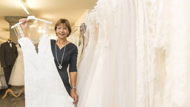 Priska Louis in ihrer Boutique «Priska Hochzeits- und Festtagsmode» an der Rathausgasse.