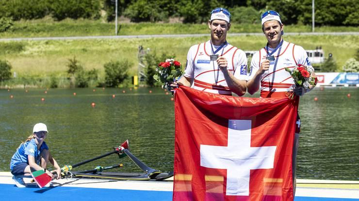 Die glücklichen Gewinner Barnabé Delarze und Roman Röösli.