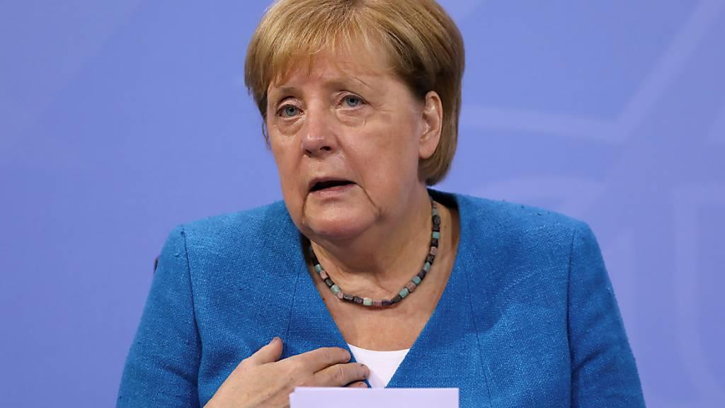 Bundeskanzlerin Angela Merkel spricht auf einer Pressekonferenz nach der Ministerpräsidentenkonferenz. Foto: Christian Mang/Reuters/Pool/dpa