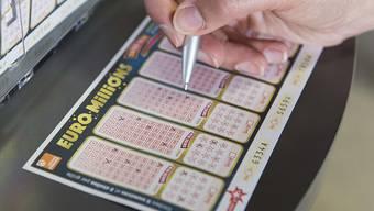 Die Schweiz hat einen neuen Lotto-Millionär. Ein Glückspilz hat 76 Millionen Franken  gewonnen. (Archivbild)