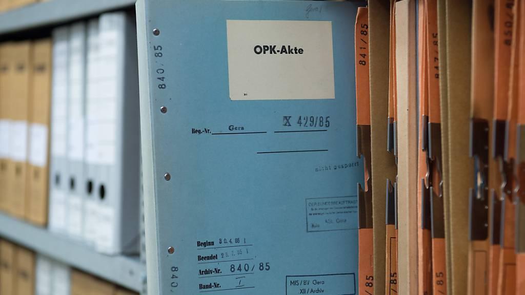 Aufarbeitung: Einstige Stasi-Mitarbeit interessiert Kinder und Enkel