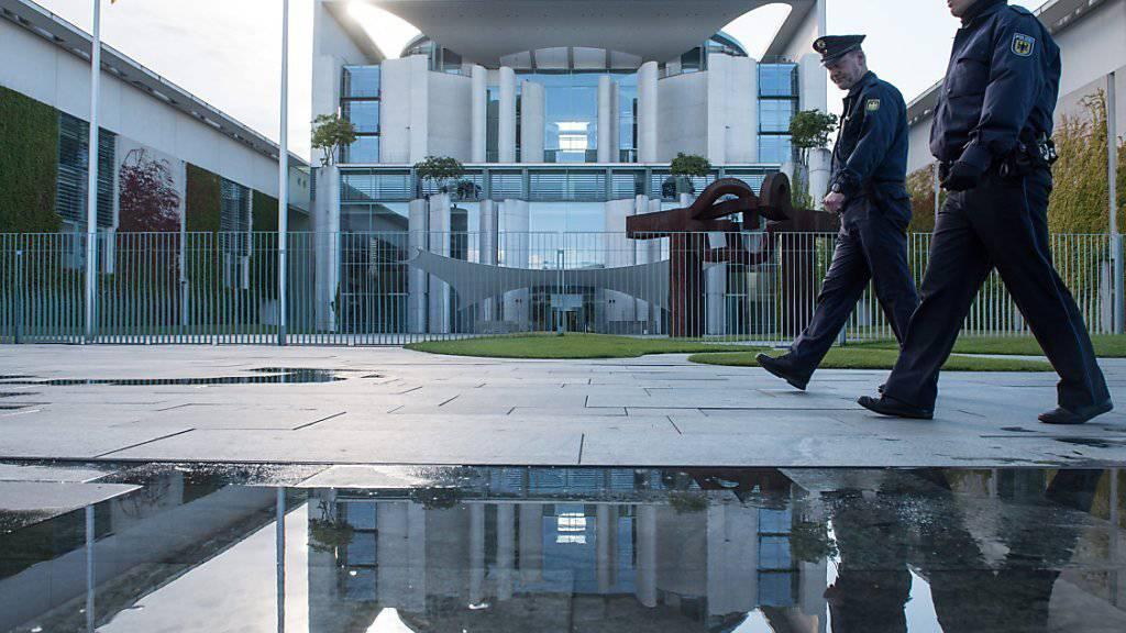 Nach mehrstündigen Diskussionen im Kanzleramt in Berlin (Bild) hat sich die deutsche Regierungskoaltion auf ein Massnahmenpaket geeinigt, mit das Land den Flüchtlingsansturm bewältigen soll.