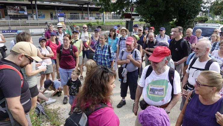 Die Gruppe freute sich auf eine gemütliche Wanderung mit vielen Informationen zu vergangenen Zeiten in der Witi.