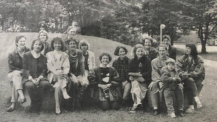 Die Initiantinnen der Frauenlobby Limmattal, wie sie sich auf einem Foto am 7. November 1992 in der Limmattaler Zeitung zeigten.