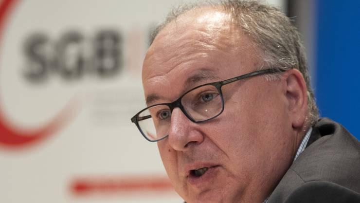 SGB-Präsident Pierre-Yves Maillard sorgt sich um die Kaufkraft der Schweiz. (Archiv)