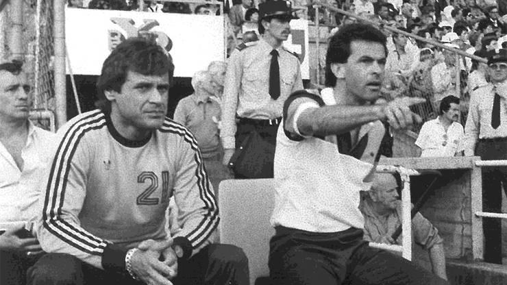 1985 wurden Ottmar Hitzfeld und sein Assistenztrainer Radi Schibli (links) mit dem FC Aarau Cupsieger.