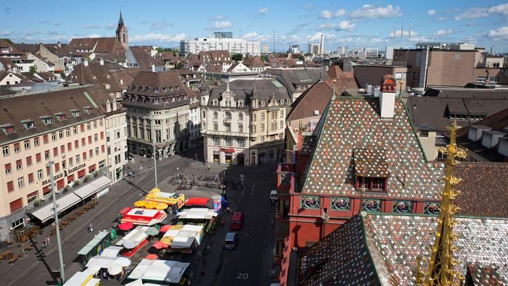 Im Dezember haben die Stände auf dem Marktplatz länger offen.