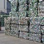 Die Qualität des Pet-Recyclings ist durch Fehlwürfe bei der Sammlung gefährdet. Der Bund will nun die Bevölkerung für das Problem sensibilisieren. (Themenbild)