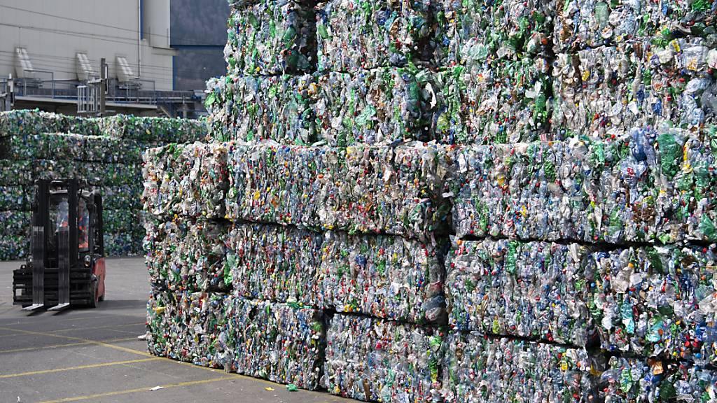 Bundesrat will für Pet-Recycling sensibilisieren