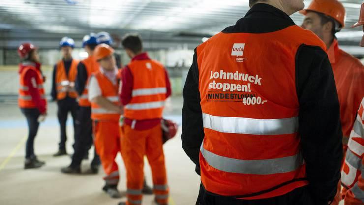 Unia Mitarbeiter stehen am Streik auf der SBB Baustelle am Hauptbahnhof in Zürich