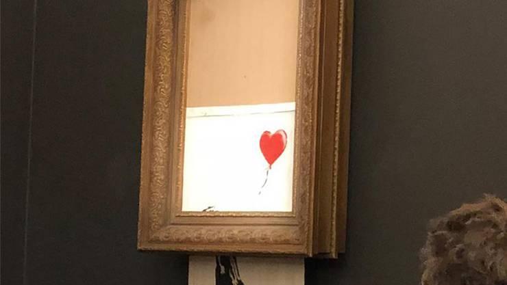 Nur noch Streifen blieben übrig: Das Gemälde von Banksy. HO