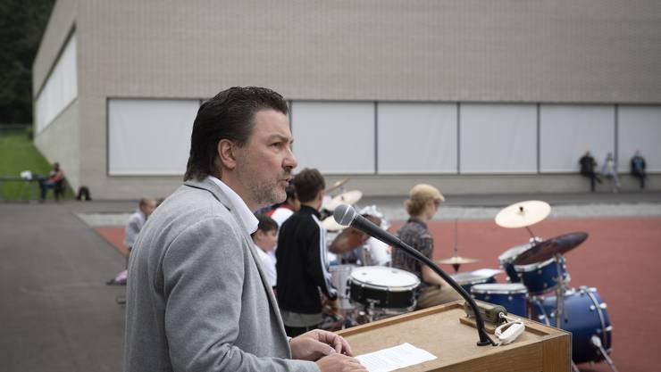 FDP-Gemeinderat Patrick Zimmermann freut sich über den neuen, dringend benötigten Raum für die Schule und die Vereine.