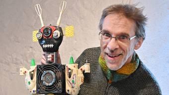 Rolf Tschudi sagt über seine Roboter: «Jedes Teil hat seine alte Historie und daraus entsteht dann eine neue Geschichte.»