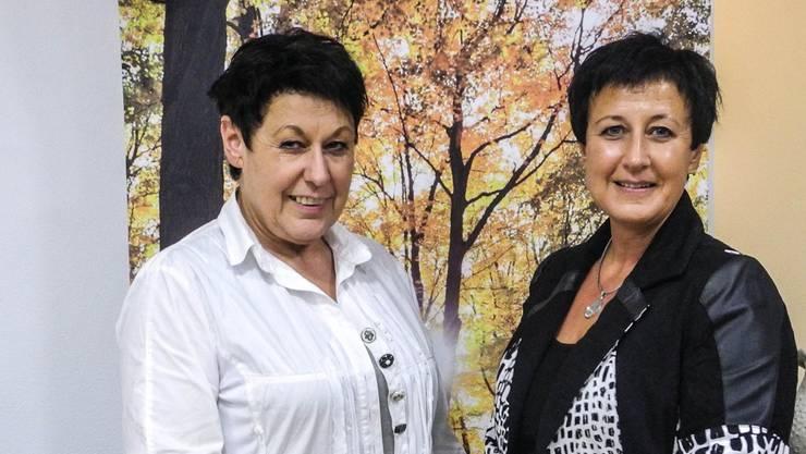 Doris Hochstrasser-Koch und Karin Koch in ihrem Bestattungsinstitut in Wohlen. Dominique Bitschnau
