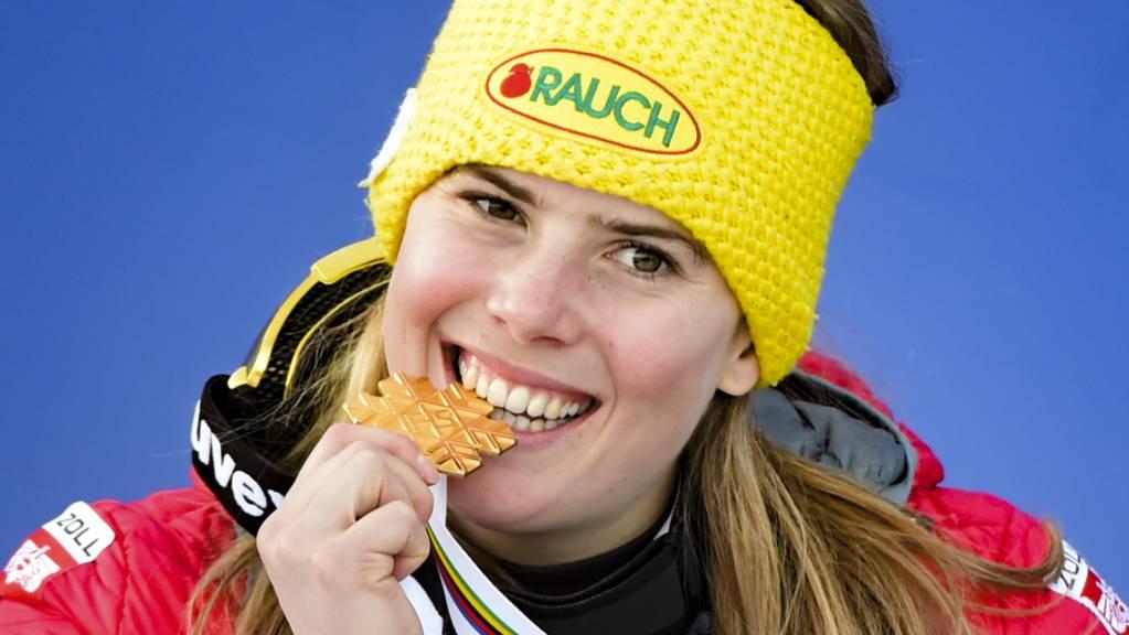Katharina Liensberger beisst in die 100. WM-Goldmedaille Österreichs