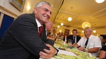 SVP-Regierungsratskandidat Albert Studer (Hägendorf), rechts sein Laudator Willy Rötheli.