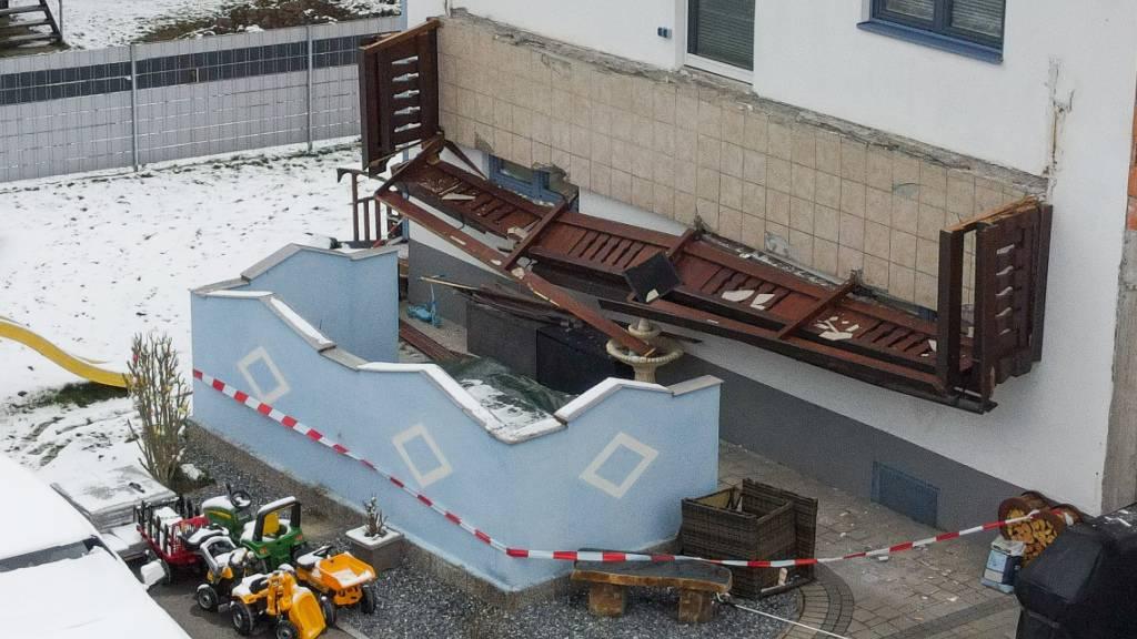 Eine Tote und drei Verletzte nach Balkon-Abbruch in Österreich