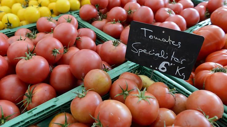 Für Tomaten mussten Konsumenten und Konsumentinnen im Juli mehr bezahlen als sonst um diese Jahreszeit üblich. (Symbolbild)