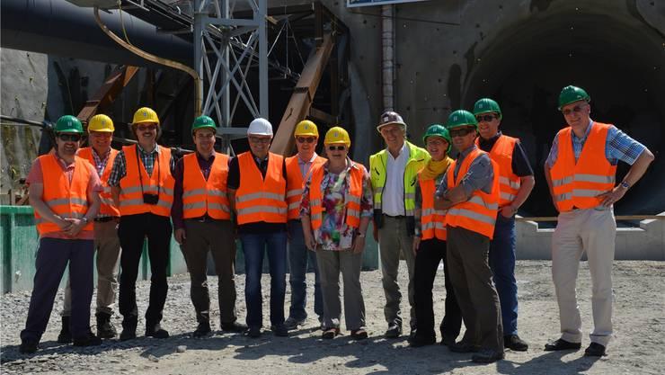 Mitglieder der Fachgruppe Sicherheit, Vertreter der Gemeinderäte Böttstein, Villigen und Würenlingen sowie ein BFE-Vertreter haben die Bosslertunnel-Baustelle in Aichelberg (D) besichtigt. ZVG/Gerry Thönen