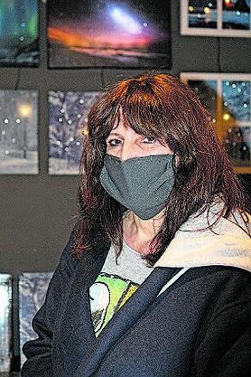 Brigitte Passarini, 58, Therwil BL: «Ich komme jedes Jahr her. Besonders die Lichter und all die weissen Dekorationen gefallen mir. Wegen der Maskenpflicht bleibe ich aber nicht so lange wie sonst.»