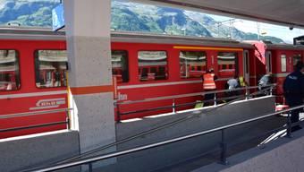 Trotz Notbremsung überfuhr der Zug der Rhätischen Bahn das Bein der 83-jährigen Frau.
