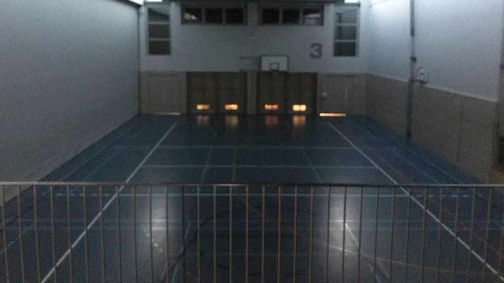 Die Halle wurde nach dem Vorfall vorübergehend gesperrt (© Radio Argovia)