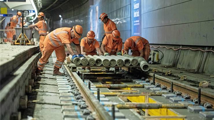 Am Hauptbahnhof sind die Arbeiten an einem der zwei Gleise schon grösstenteils vollendet.