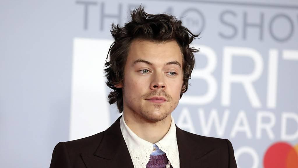 Lernt in der Quarantäne Italienisch: der britische Popstar Harry Styles. (Archivbild)