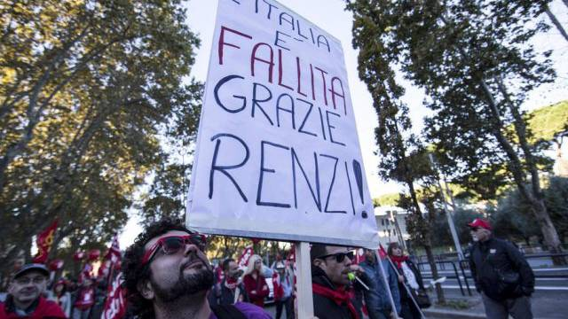 Gewerkschaftsmitglieder protestieren gegen die Regierung (Archiv)