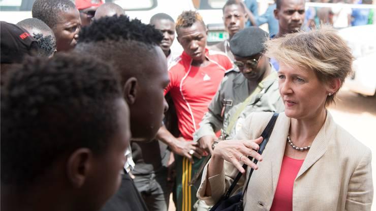 Auch afrikanische Flüchtlinge nahm die Schweiz mittels UNO-Programm auf: Bundesrätin Simonetta Sommaruga in einem Flüchtlingscamp in Niger.