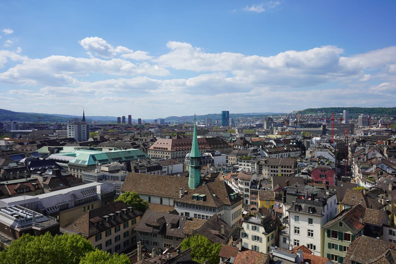 Das ist die wunderschöne Aussicht von der St. Peter Kirche über Zürich. (© Radio 24)