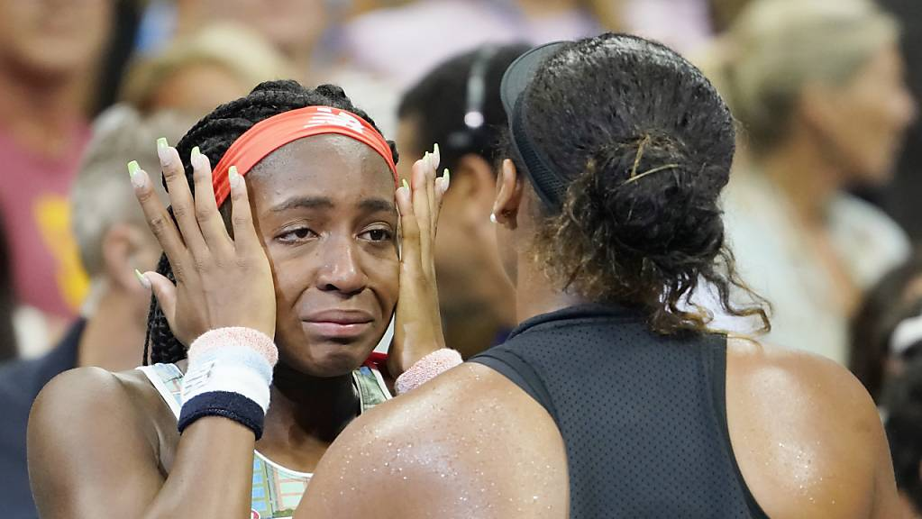 Eine feine Geste: Naomi Osaka tröstet ihre den Tränen nahe Gegnerin Cori Gauff