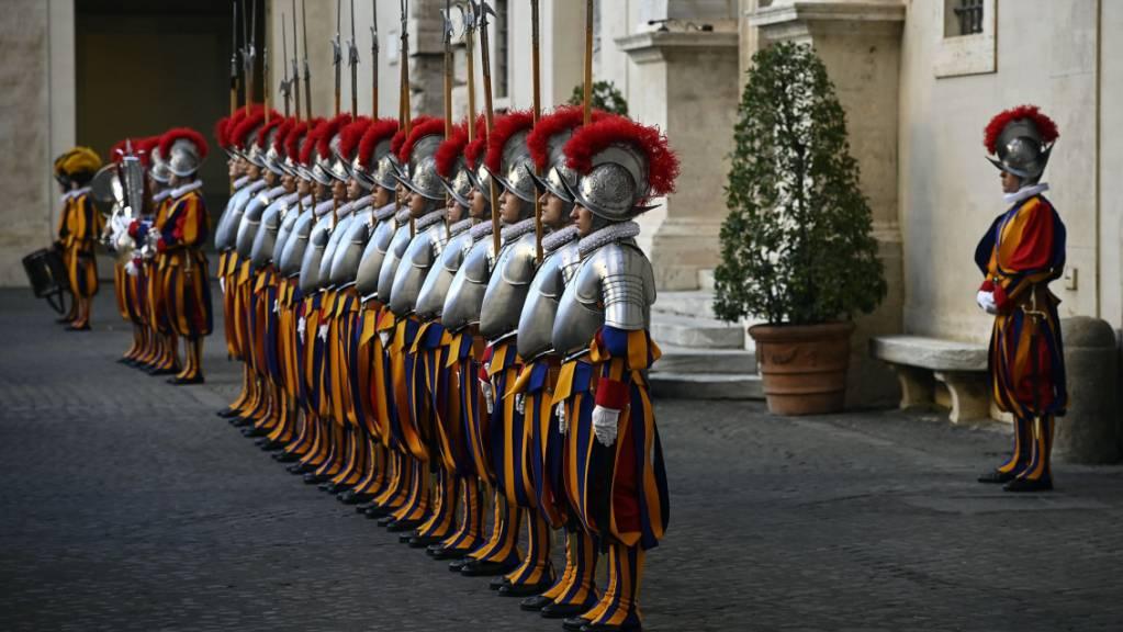 Graubünden ist einer der wichtigsten Herkunftskantone der Schweizergardisten. Die Bündner Regierung zahlt 200'000 Franken an die Renovation der Kaserne im Vatikan. (Symbolbild)