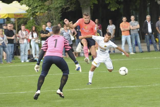 Pascal Schuerpf gegen Dario Delpini und Goalie Sedjan Lazic