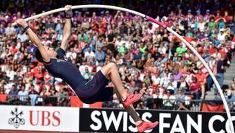 Der Franzose Renaud Lavillenie springt über 5,80 Meter zum Europameistertitel.