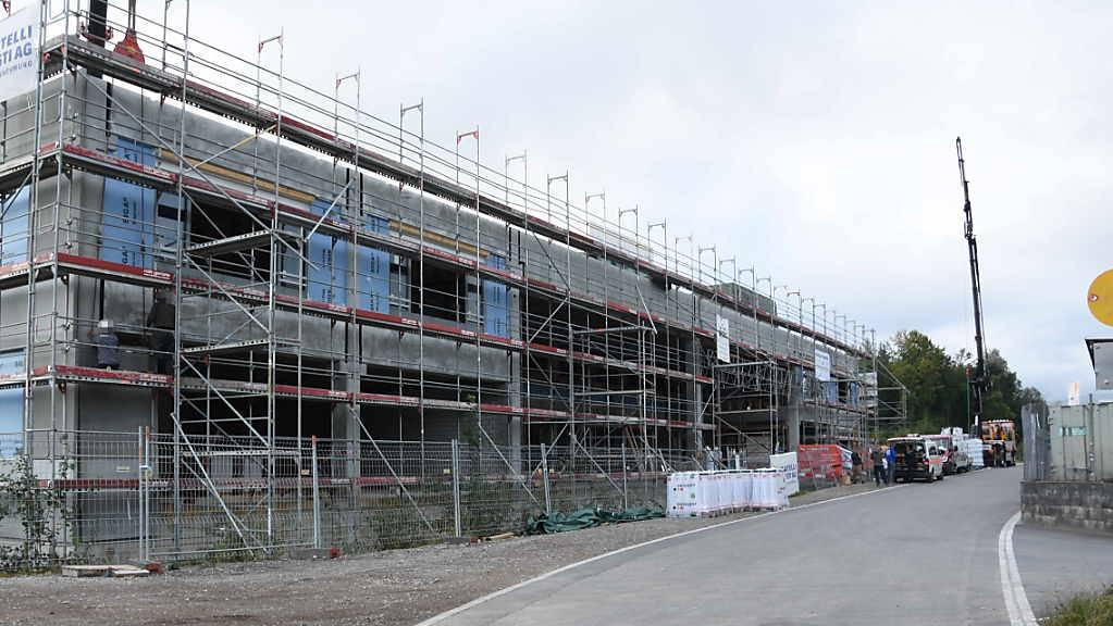 Diebe stahlen am letzten Wochenende bei einer Baustelle an der Engelhölzlistrasse in Rapperswil-Jona SG Maschinen und Werkzeuge.