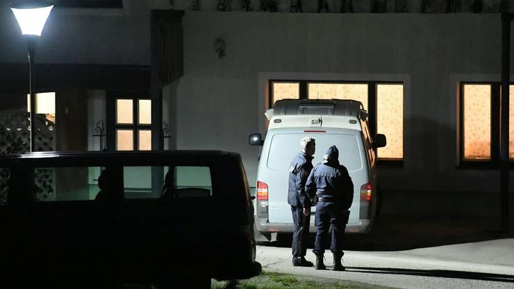 In einem Haus in Böheimkirchen (Bezirk St. Pölten) sind am Donnerstag, 1. Dezember 2016, sechs Tote gefunden worden.