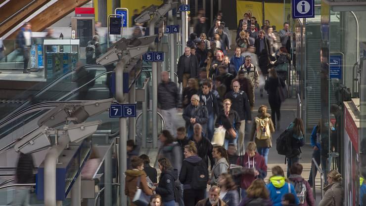 Mehr Passagiere: 1,26 Millionen Reisende sind im vergangenen Jahr jeden Tag eingestiegen. Das waren 0,6 Prozent mehr als im Vorjahr. (Themenbild)