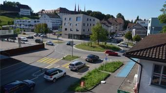 Der Kreisel Muripark ist heute schon an seiner Kapazitätsgrenze. Eine Entlastungsstrasse mit einem Anschluss in Richtung Nordwesten soll geprüft werden.ES