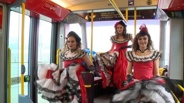 «Moulin Rouge»-Tänzerinnen verdutzen Tram-Gäste