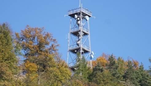 Auf dem Schleifenberg können die Mutigen und Schwindelfreien den Aussichtsturm von Liestal besteigen. Von dort oben hat man eine wunderbare Aussicht auf die Kantonshauptstadt und die umliegenden Gemeinden. Diese kostet den Besucher zwar 50 Rappen, doch das Wahrzeichen von Liestal sollte diesen Preis wert sein.