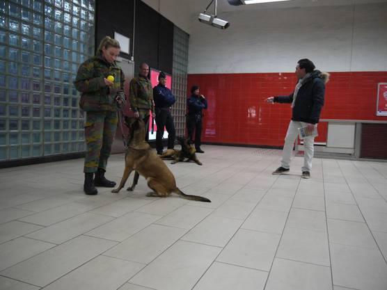 Die Soldaten werden noch einige Zeit an den Metro-Stationen in Brüssel präsent sein