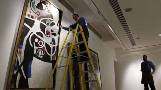 Eines der wertvollsten Bilder ist das Miró-Gemälde «Frauen mit Vögeln» aus dem Jahre 1968. Christie's bringt es in London für 6,5 Millionen Euro auf den Markt.