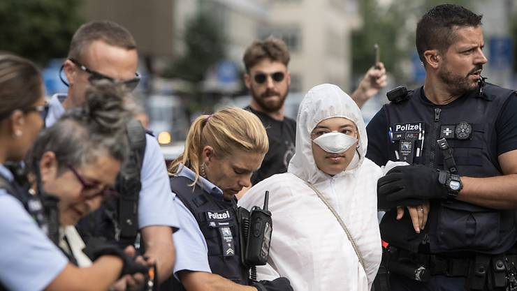 Klima-Aktivisten hatten vergangene Woche die Eingänge zur Credit Suisse am Zürcher Paradeplatz und in Basel Eingänge zu einem UBS-Bürogebäude besetzt. (Archiv)