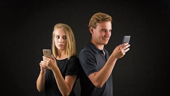Im Unternehmen Mitte wird das Theaterstück «Social Reality» aufgeführt.