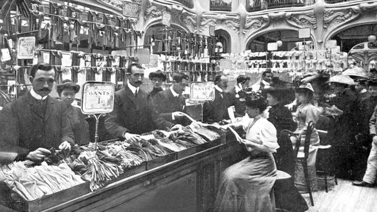 Das Galeries Lafayette in Paris, hier auf einer Postkarte um das Jahr 1900 zu sehen, war eines der ersten Warenhäuser der Welt.