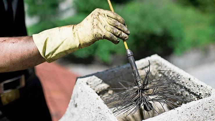 In Ehrendingen tobt ein Kaminfegerstreit. Bild: Keystone